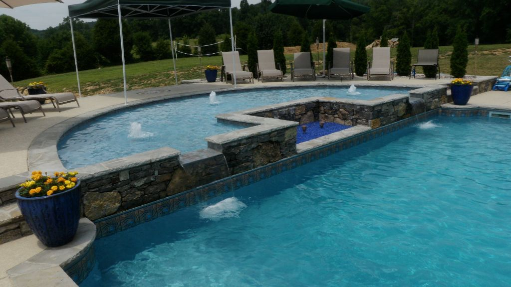 Fiberglass Tanning Ledge on a Vinyl Pool Swim World Pools