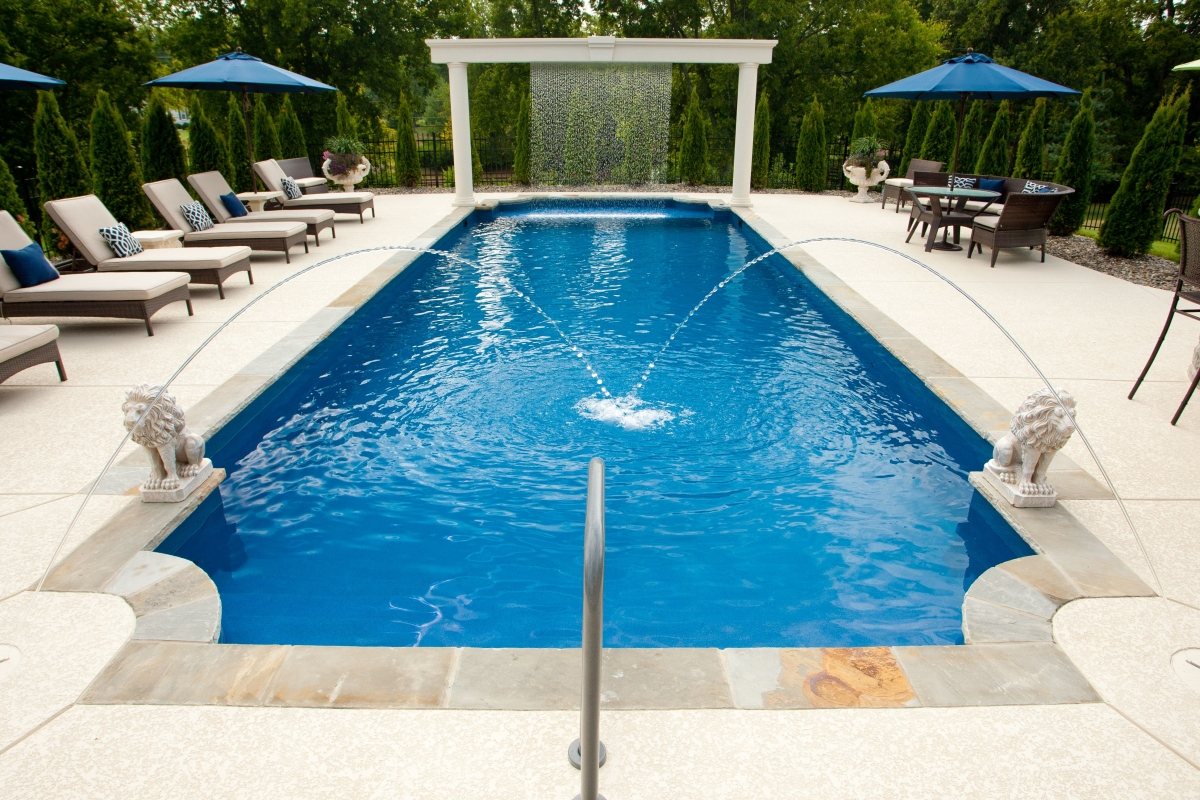 Fiberglass pool problems can a fiberglass pool really pop up for Types of inground swimming pools